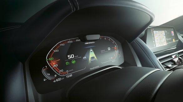 BMW 8er Gran Driving Assistant