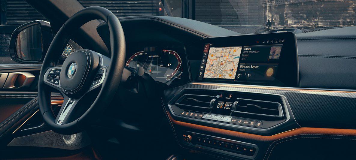 BMW X6 M50i Cockpit fahrerorientiert